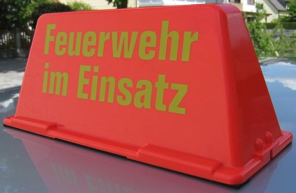 feuerwehr-zubehoer-dachaufsetzer-dachschild-auto-feuerwehr-im-einsatz-hsw91391